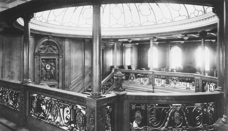 http://www.maritimequest.com/liners/titanic/photos/interior/02_titanic_1st_class_staircase_dome.jpg