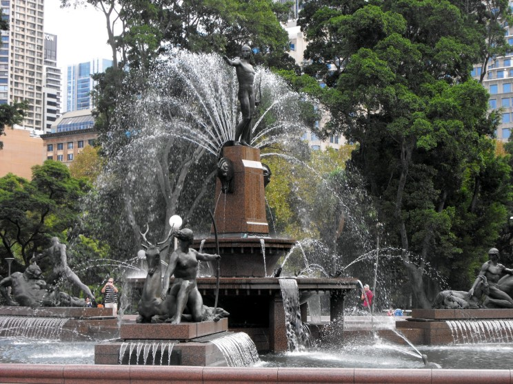 http://www.maritimequest.com/misc_pages/monuments_memorials/archibald_fountain/archibald_fountain_pfw_d.JPG