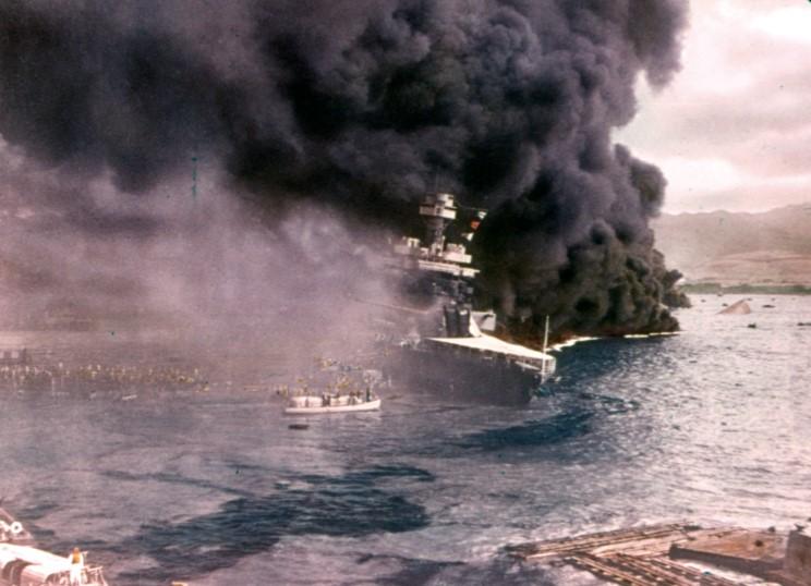 Fotografías a color del ataque a Pearl Harbor 06_uss_california