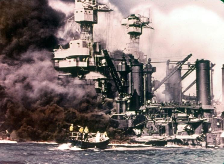 Fotografías a color del ataque a Pearl Harbor 07_uss_west_virginia_uss_tennesse
