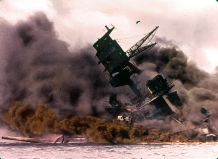 Fotografías a color del ataque a Pearl Harbor 09_uss_arizona