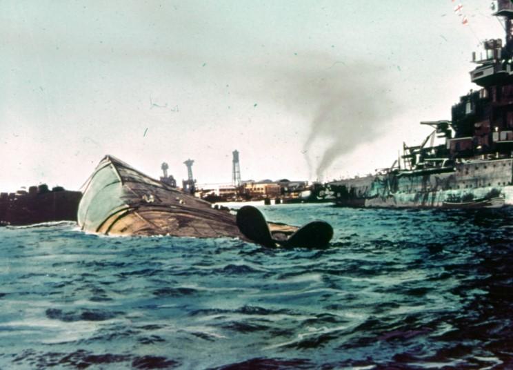 Fotografías a color del ataque a Pearl Harbor 13_uss_maryland_and_uss_oklahoma