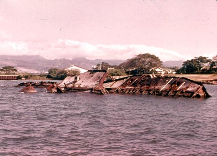 Fotografías a color del ataque a Pearl Harbor 14_uss_utah
