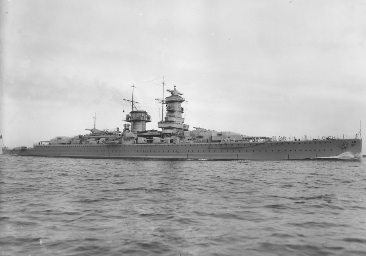 http://www.maritimequest.com/warship_directory/germany/photos/cruisers/admiral_graf_spee/admiral_graf_spee_05.jpg