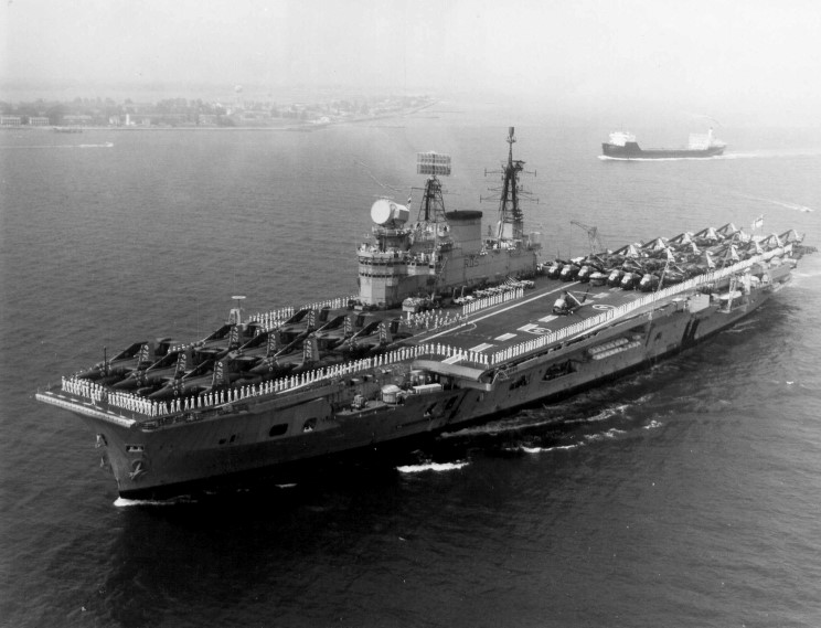 HMS EAGLE (RO5 Carrier) 1967-68 Commissioning / Deployment ...