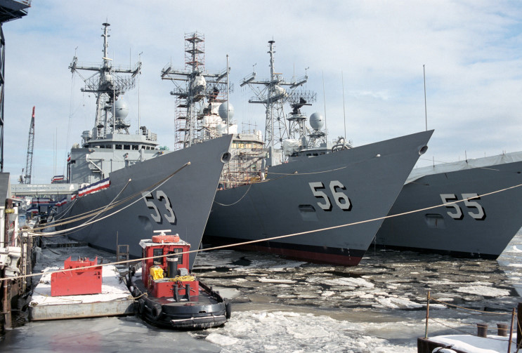 http://www.maritimequest.com/warship_directory/us_navy_pages/frigates/photos/simpson_ffg56/uss_simpson_ffg_56_01.jpg