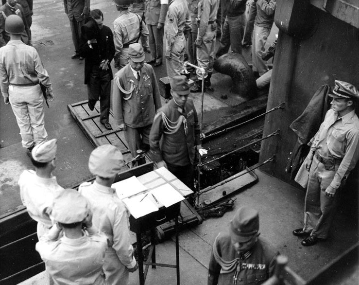 http://www.maritimequest.com/warship_directory/us_navy_pages/us_navy_battleship_photos/uss_missouri_bb63/japanese_surrender/surrender_03.jpg