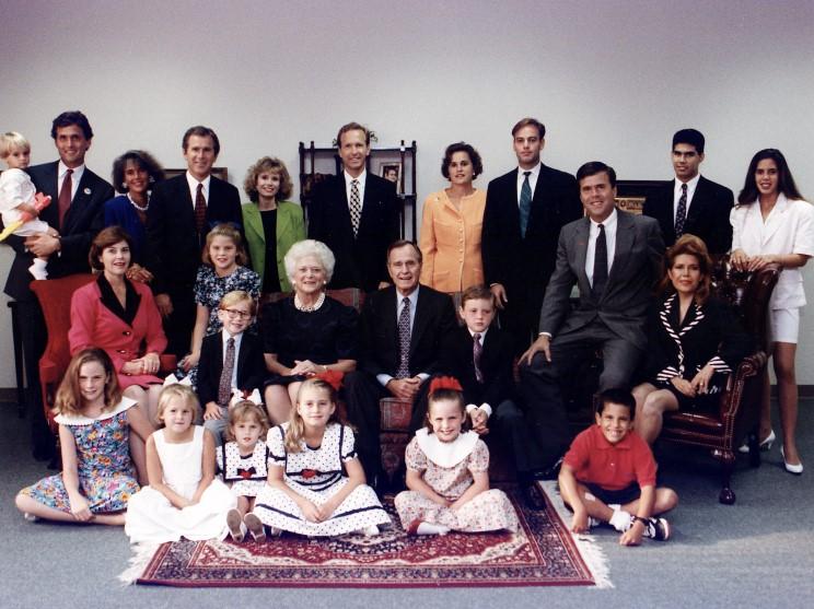1990_l_bush_family.jpg