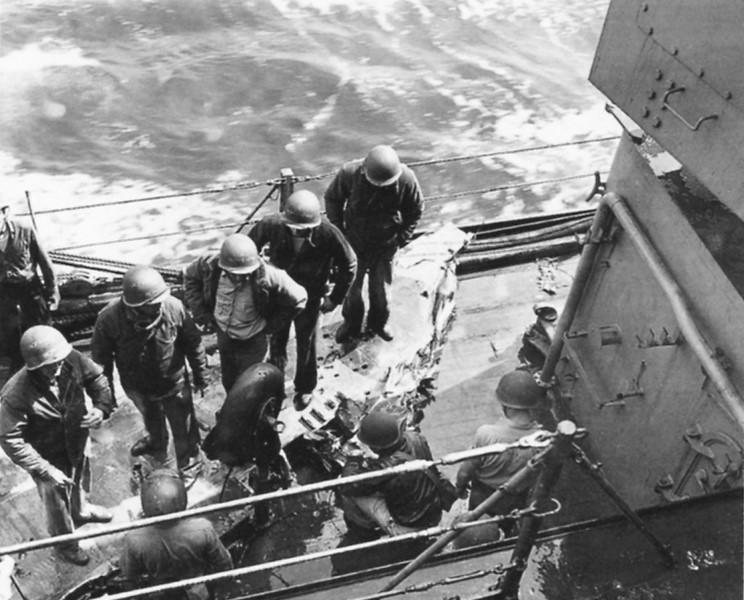 1945_04_11_kamikaze_d.jpg